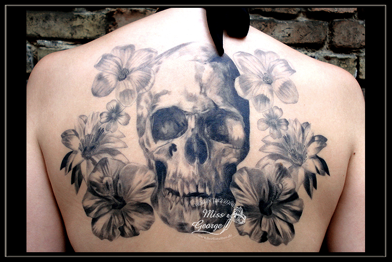 tattoo skull and flowers black&grey back miss george