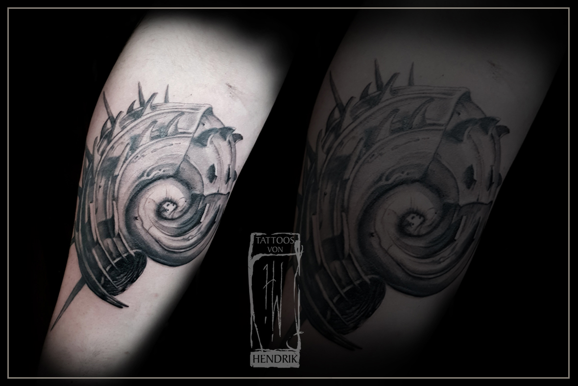 Tattoo Biomechanicschnecke Hendrik Berlin Tat2 Zone