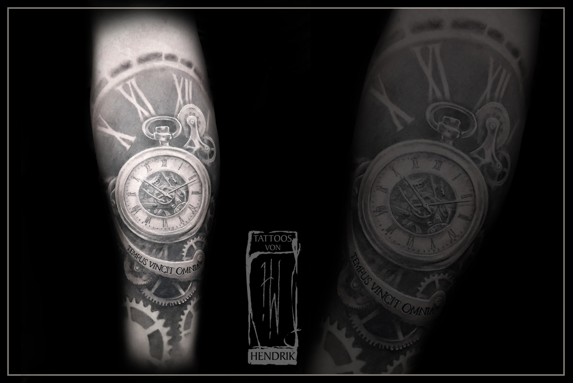 Tattoo Uhrwerk Black&Grey Hendrik Berlin Tat2 Zone