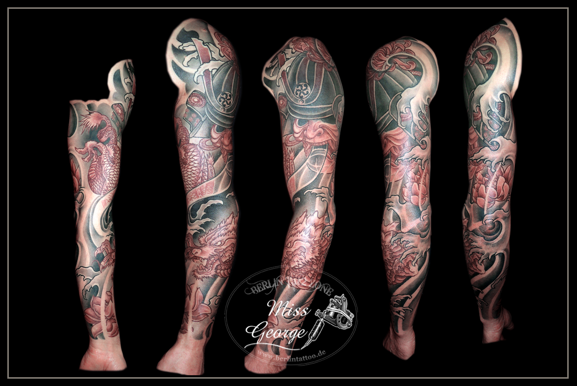Tattoo Sleeve mit weinrotem Samurai, Drachen und Lotus. Miss George Berlin Tat2 Zone